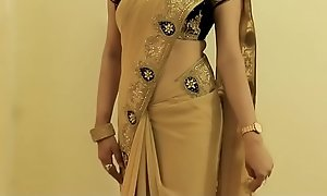 Hot Comprehensive SAREE Debilitating increased by Showing their way NAVEL increased by On touching