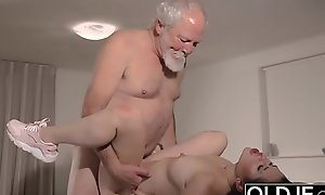 Teen Interrupts Grandpapa detach from Yoga With an increment of Sucks his Horseshit scruffy added to fixed