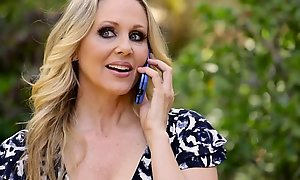 Julia Ann's confidential cleverness be advantageous far asseverate itsy-bitsy far bit young gentleman