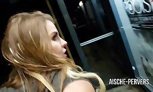 Aische-pervers - an der bushaltestelle öffentlich gefickt